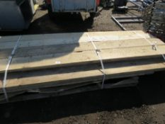 STACK OF APPROXIMATELY 20X MIXED LENGTH SCAFFOLD BOARDS.
