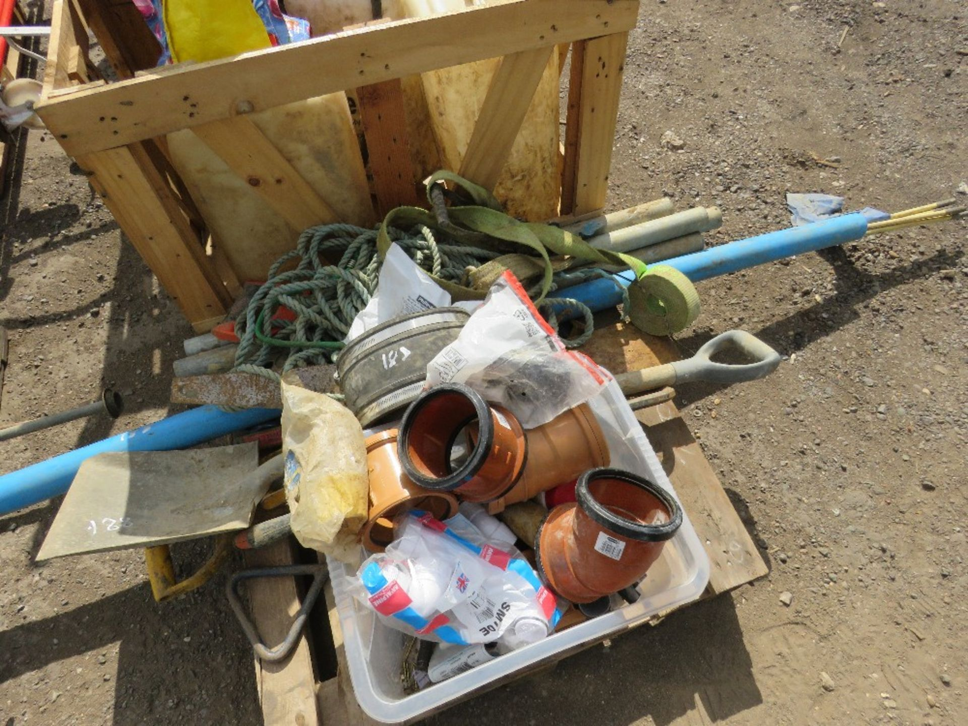PALLET CONTAINING TOOLS, INCLUDING WET CUT BOTTLES, TOOLS, CABLE RODS ETC. - Image 2 of 5