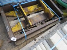 """SET OF 4 TONNE PALLET FORKS WITH BACKPLATE, 20"""" CARRIAGE. 6"""" X 2"""" APPROX."""