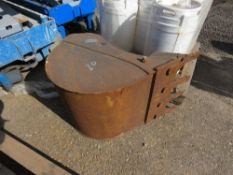 EXCAVATOR BUCKET ON 45MM PINS, 2FT WIDE, LITTLE SIGN OF USEAGE.