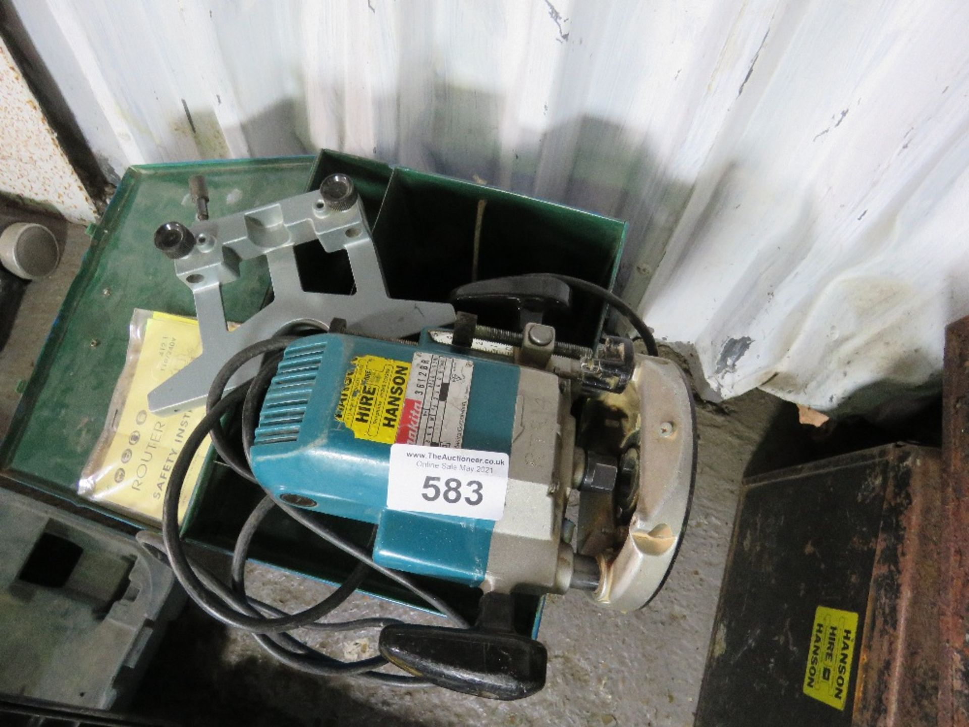 MAKITA 110VOLT ROUTER WITH GUIDE. UNTESTED, CONDITION UNKNOWN.