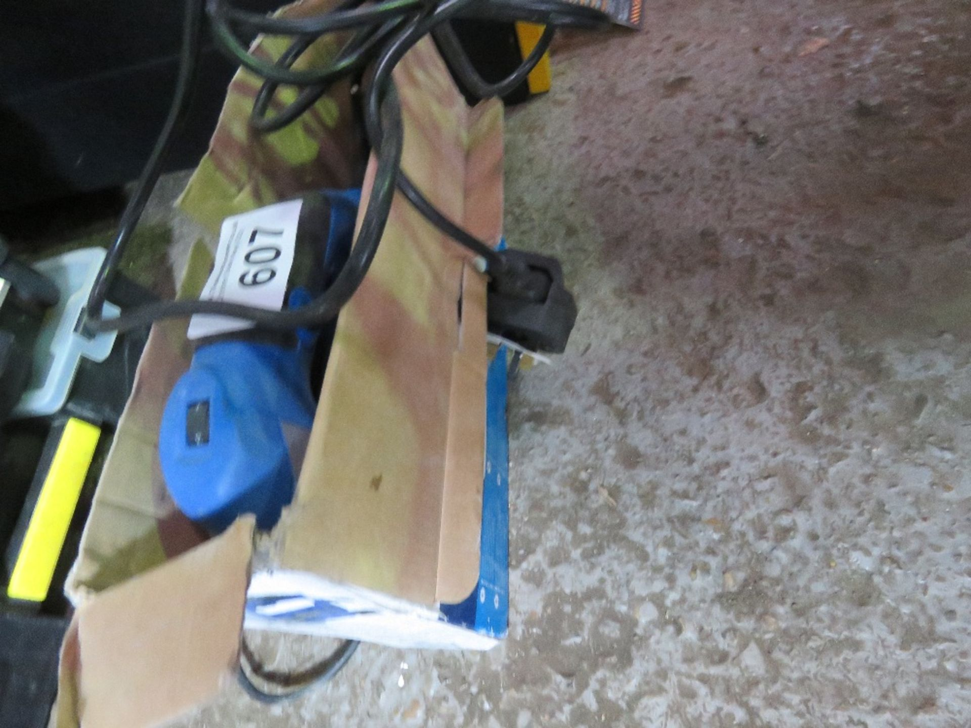 PALM SANDER PLUS A JIGSAW. UNTESTED, CONDITION UNKNOWN. - Image 2 of 2