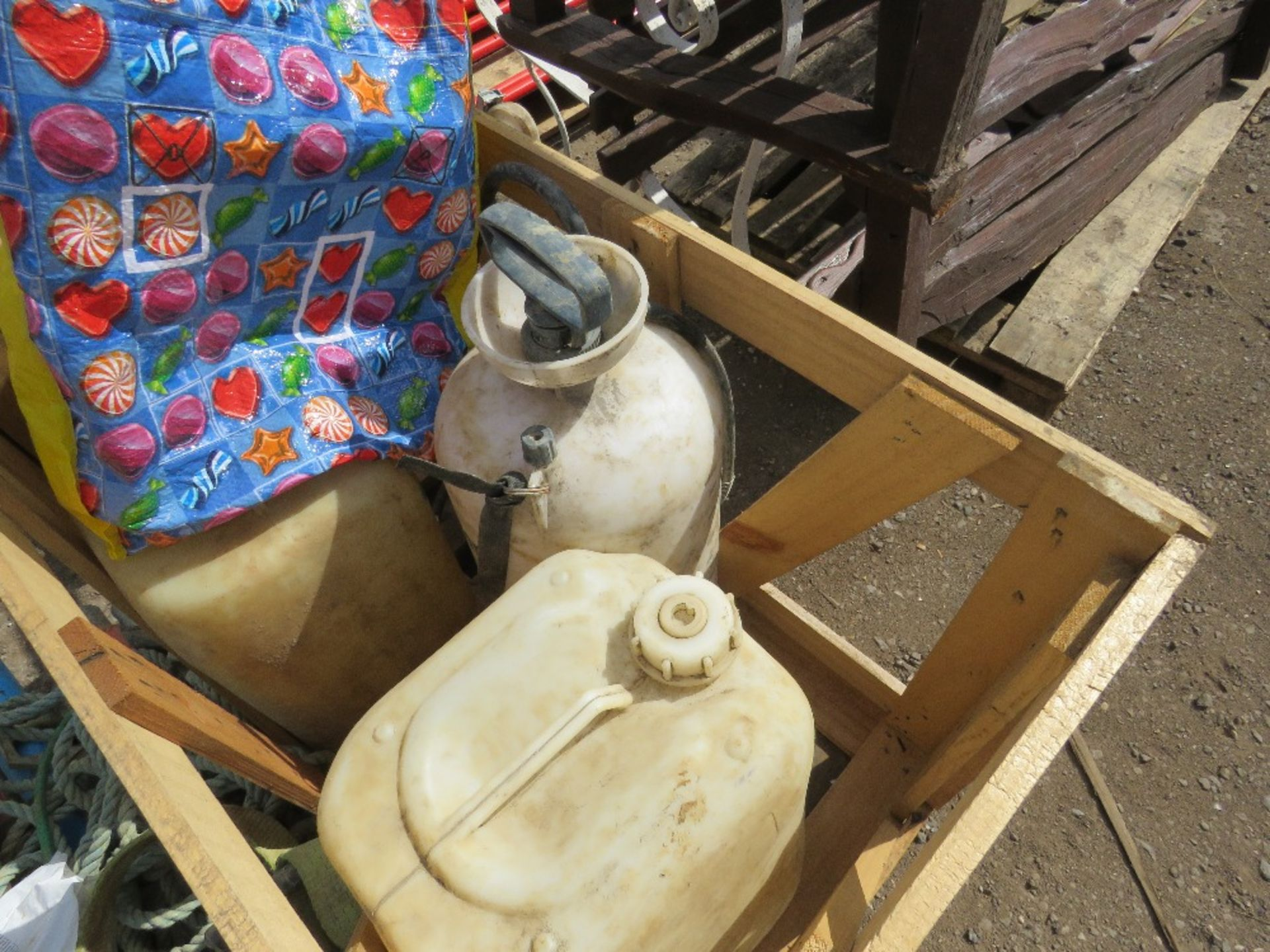 PALLET CONTAINING TOOLS, INCLUDING WET CUT BOTTLES, TOOLS, CABLE RODS ETC. - Image 5 of 5