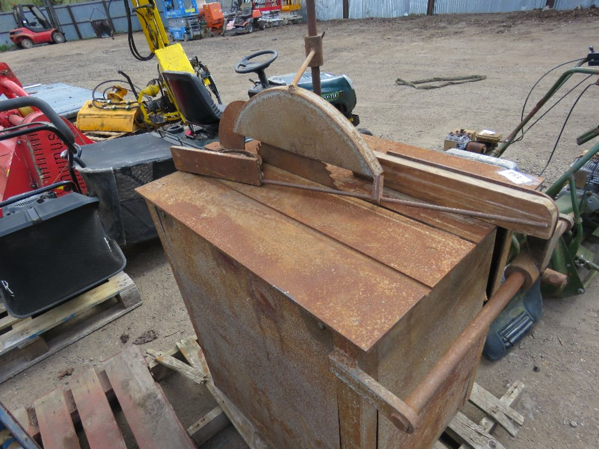 OLD STYLE WOOD CUTTING SAWBENCH. - Image 2 of 2
