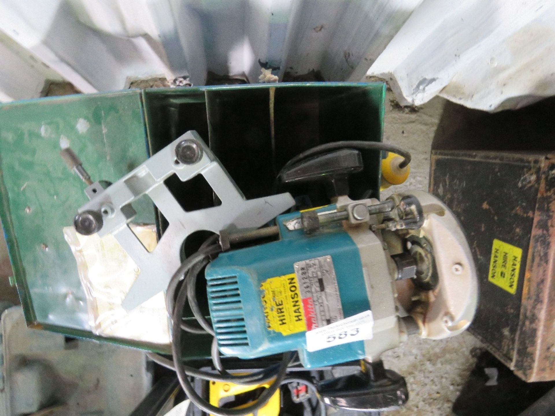 MAKITA 110VOLT ROUTER WITH GUIDE. UNTESTED, CONDITION UNKNOWN. - Image 2 of 2