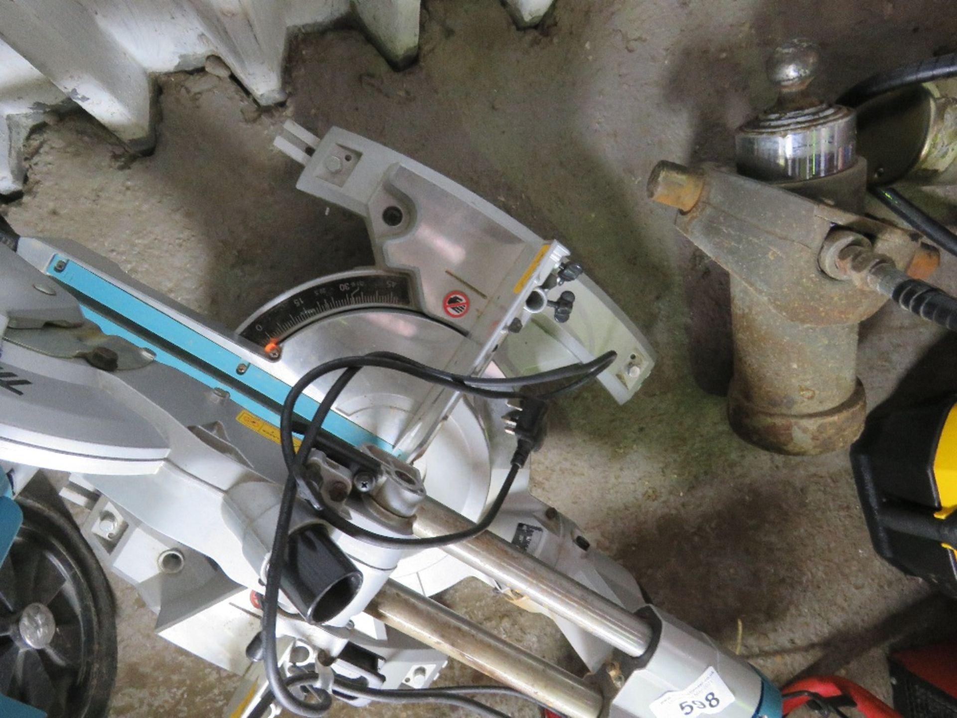 MAKITA 240VOLT MITRE SAW UNIT. UNTESTED, CONDITION UNKNOWN. - Image 2 of 3
