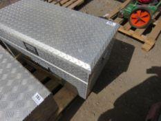 NORTHERN TOOL AND EQUIPMENT ALUMINIUM CHEQUER PLATE TOOL BOX, 50CM X 92CM X 48CM HEIGHT APPROX. KEYS