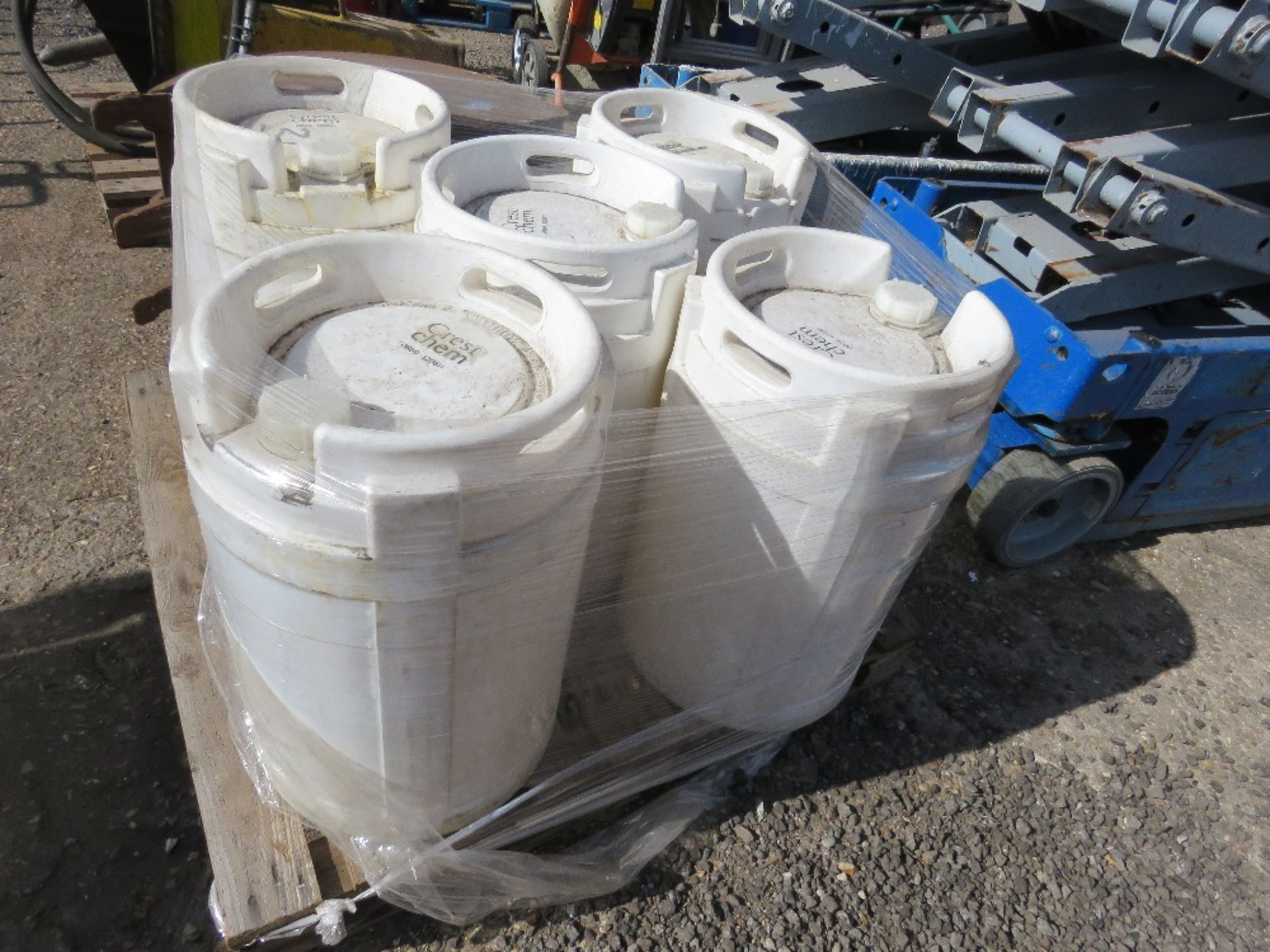 5 X 40LITRE HEAVY DUTY CARBOYS CONTAINERS. - Image 2 of 2