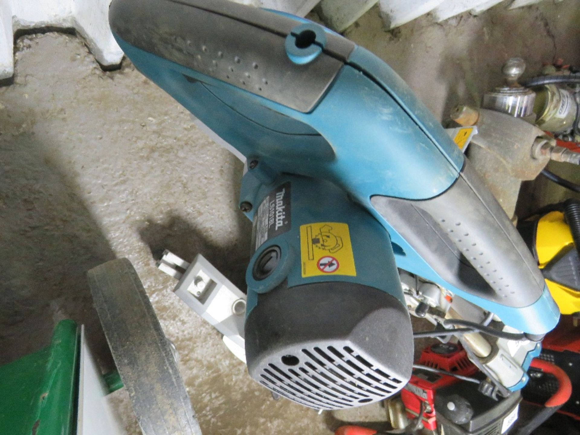 MAKITA 240VOLT MITRE SAW UNIT. UNTESTED, CONDITION UNKNOWN. - Image 3 of 3