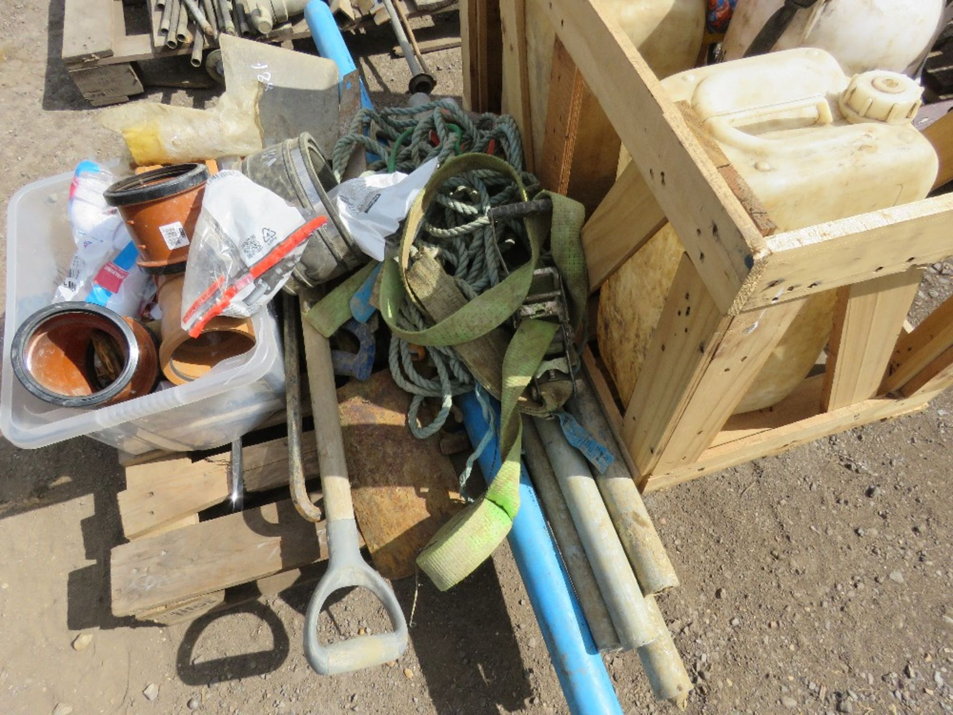 PALLET CONTAINING TOOLS, INCLUDING WET CUT BOTTLES, TOOLS, CABLE RODS ETC. - Image 4 of 5