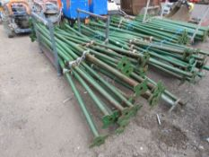 20 X ACROW TYPE BUILDER'S SUPPORT PROPS, 2.6-4METRE LENGTHS. NO VAT ON HAMMER PRICE.