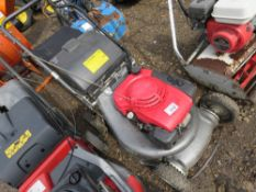 HONDA VARIABLE SPEED MOWER WITH A COLLECTOR. WHEN TESTED WAS SEEN TO RUN AND DRIVE AND MOWER BLADE E