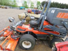 KUBOTA AM3300 RIDE ON OUTFRONT TRIPLE GANG CYLINDER MOWER WITH COLLECTOR. YEAR 2000.