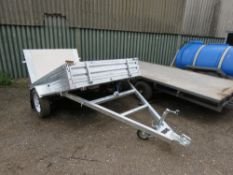GALVANISED SINGLE AXLED TIPPING TRAILER WITH A RAMP, 7FT X 5FT APPROX, UNUSED.