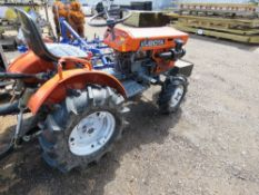 KUBOTA B5001 4WD COMPACT TRACTOR WITH FRONT WEIGHT BOX AND LINK ARMS.