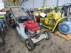 HONDA ROLLER MOWER WITH COLLECTOR.