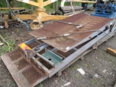 HEAVY DUTY BEAVERTAIL LORRY RAMP ASSEMBLY WITH RAMS AND PUMP AS SHOWN. FLIP TOE TYPE.