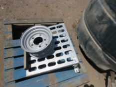 BUCKET RACK AND TRAILER RIM FOR 2TONNE IFOR WILLIAMS TYPE TRAILER. RIM TYPE WT088.
