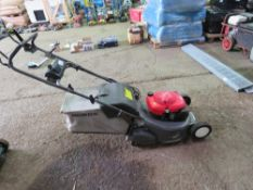 HONDA HRD535 ROLLER MOWER WITH COLLECTOR.