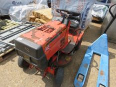 WESTWOOD S800 PETROL ENGINED RIDE ON MOWER. UNTESTED, CONDITION UNKNOWN.