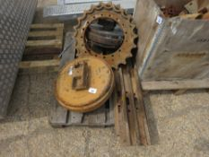 2 X ROLLERS AND 2 X SPROCKETS FOR VOLVO EC140, PLUS 2 X 20TONNE EXCAVATOR TRACK PLATES.