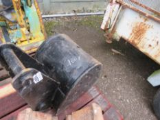 ADAPTED SMALL EXCAVATOR TRENCHING BUCKET ON 45MM PINS, 40CM WIDTH APPROX.