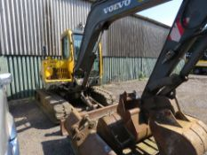 VOLVO EC55 RUBBER TRACKED EXCAVATOR, YEAR 2003. 5.5 TONNE RATED. SET OF 5 BUCKETS. 7974 REC HOURS. D