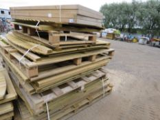 LARGE STACK OF ASSORTED FENCING PANELS, TRELLIS ETC.