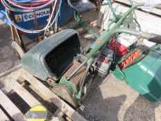 ATCO B24 ELECTRIC START CYLINDER MOWER WITH BOX. 5HP BRIGGS AND STRATTON ENGINE. NO VAT ON HAMMER PR