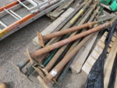 12 X ACROW TYPE SUPPORT PROPS. NO VAT ON HAMMER PRICE.