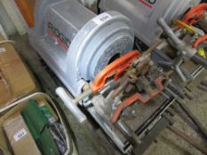RIDGID 1822 ELECTRIC PIPE THREADER, ON STAND. WHEN TESTED WAS SEEN TO RUN AND TURN. NO VAT ON HAMME