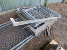 2 X MESH CAGE SIDES PLUS BARN DOORS PREVIOUSLY USED ON 3500KG TIPPER. 10FT LENGTH APPROX.