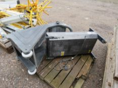 2 X RADIANT HEATERS. UNTESTED, CONDITION UNKNOWN.