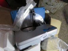240VOLT POWERED CROSS CUT MITRE SAW, LITTLE SIGN OF USEAGE. NO VAT ON HAMMER PRICE.