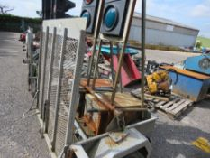 BATTERY POWERED MOBILE TWIN TRAFFIC LIGHT SET ON TRAILER, CONDITION UNKNOWN. DIRECT FROM LOCAL TRAFF