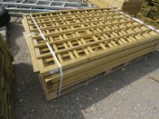 5 X ASSORTED FENCE PANELS/TRELLIS SECTIONS.