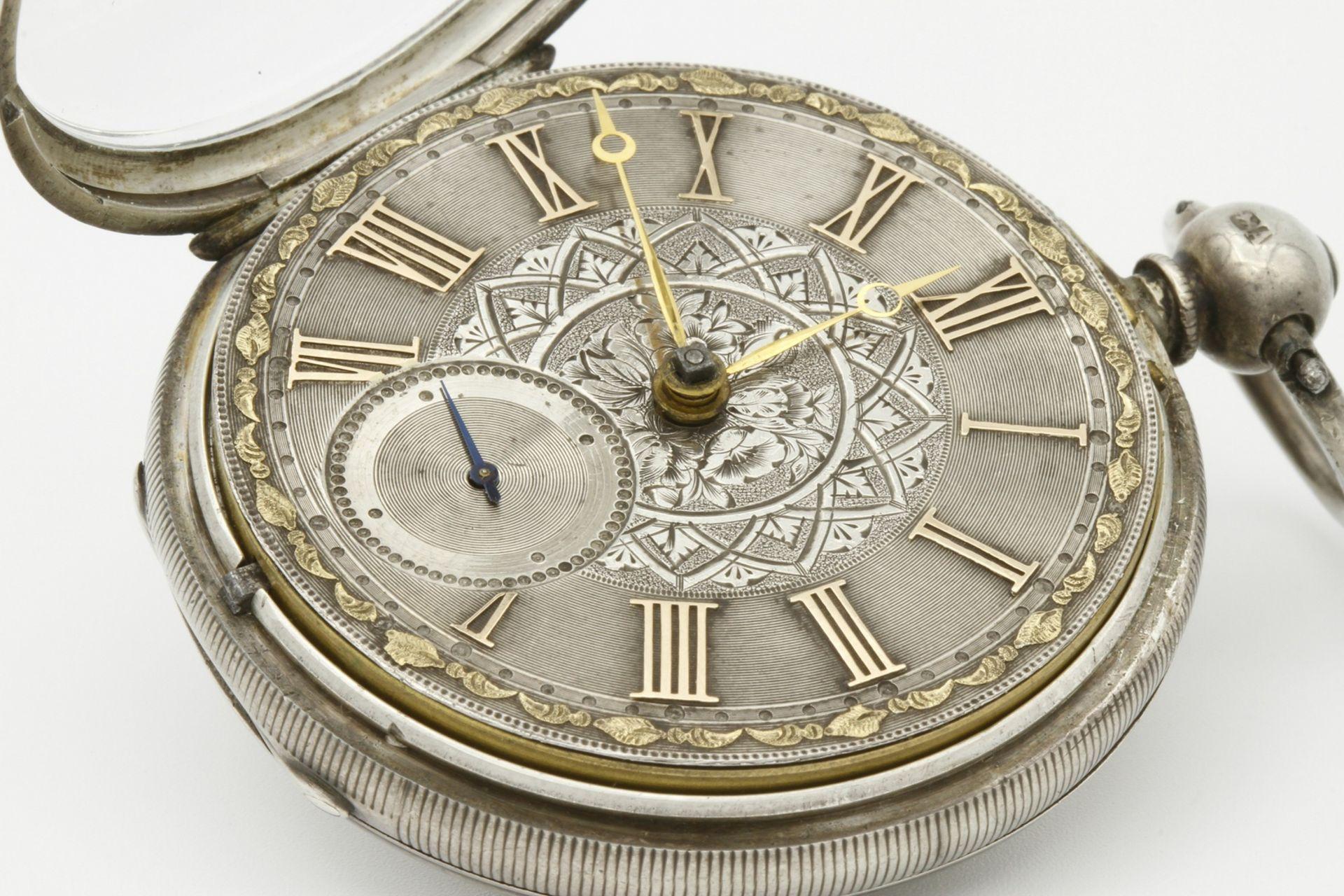 Aufwendig verzierte englische Silbertaschenuhr, um 1870 - Bild 3 aus 7
