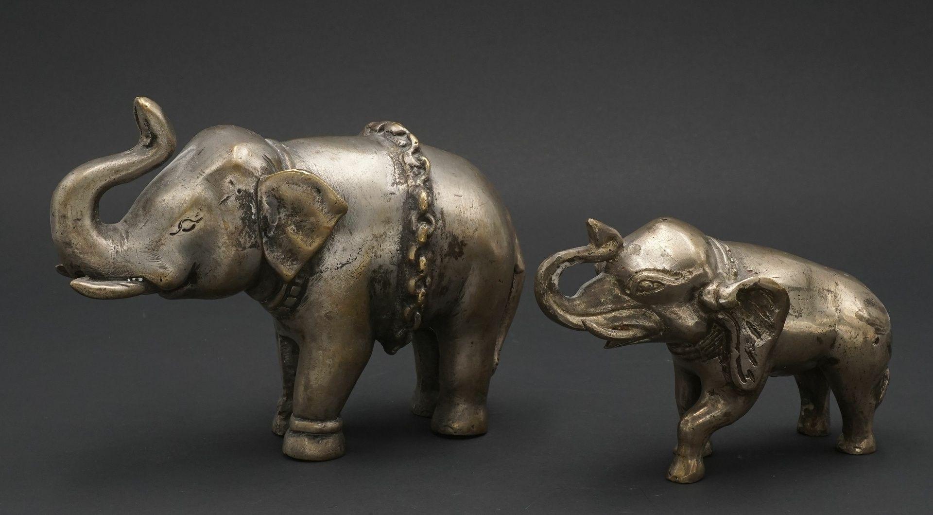 Zwei Elefanten, Indien, 20. Jh.