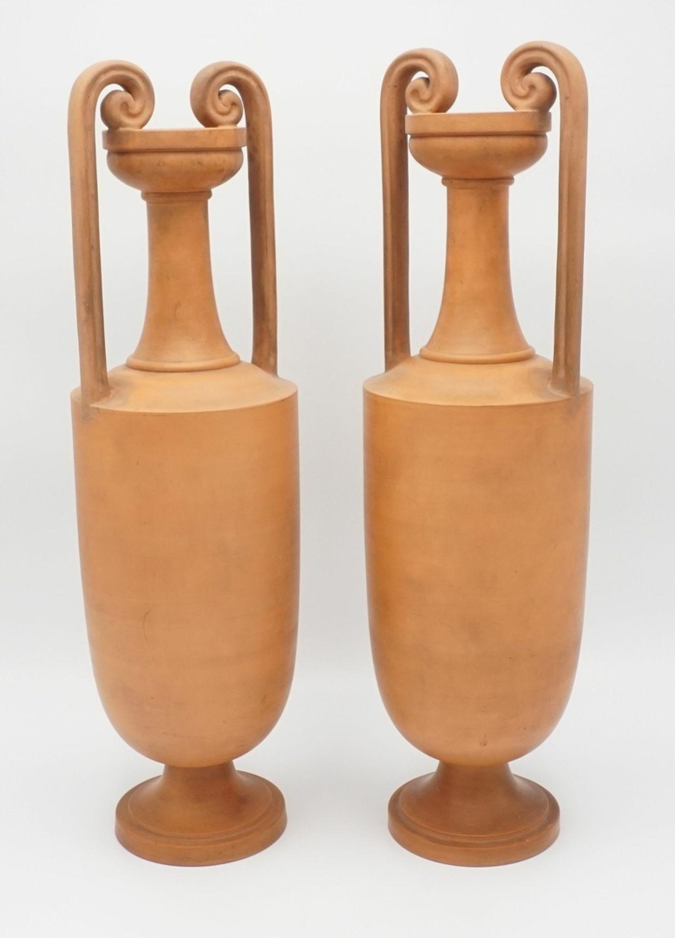 Zwei P. Ipsen´s Enke Kgl. Hof-Terracotta-Fabrik Amphorenvasen, um 1890