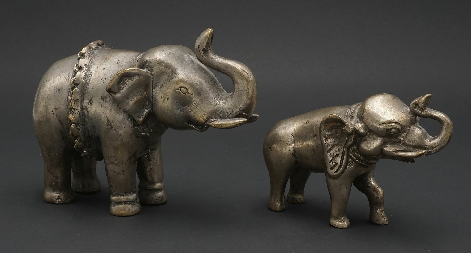 Zwei Elefanten, Indien, 20. Jh. - Bild 2 aus 3