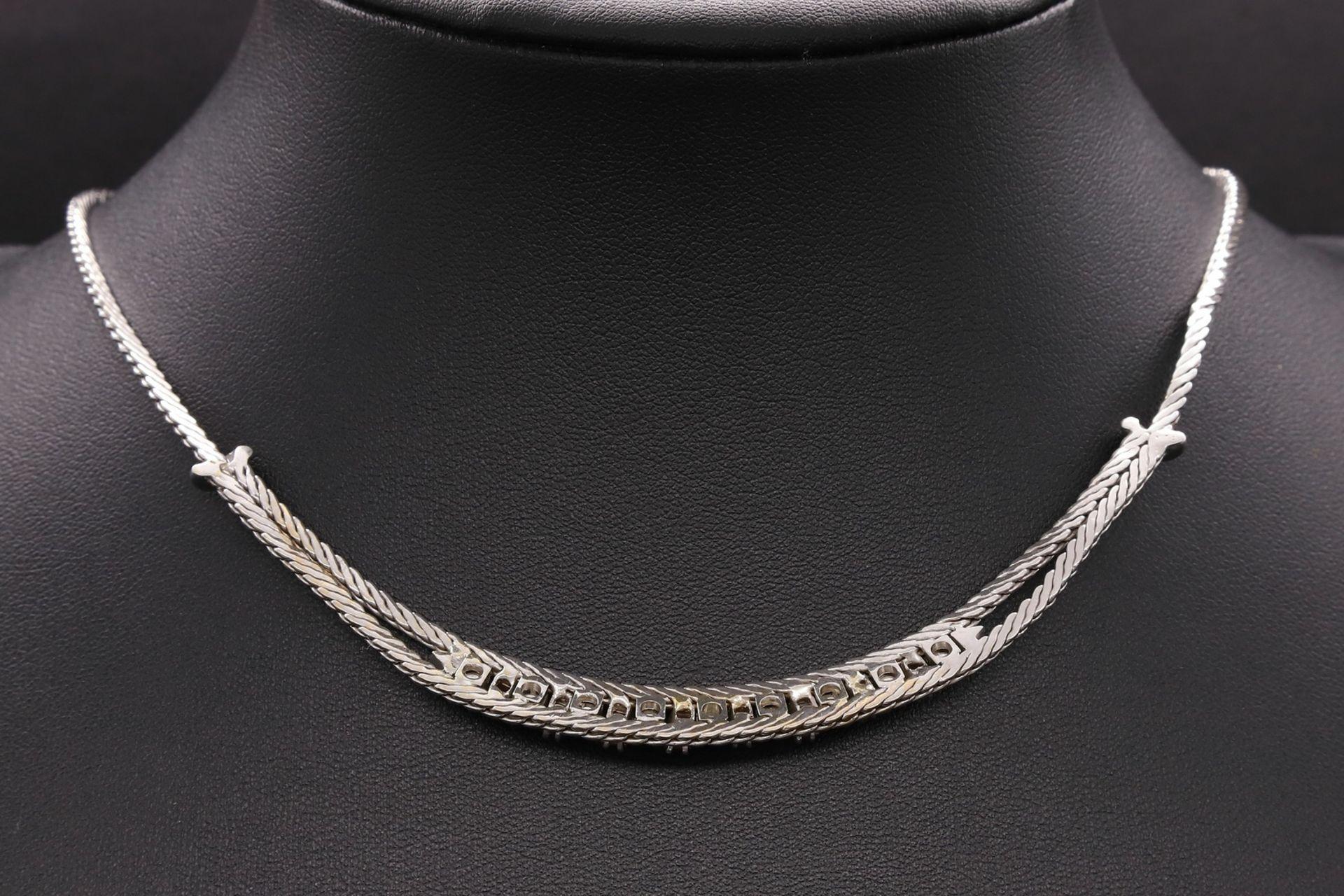 Weißgold-Collier mit Diamanten und Rubinen - Bild 2 aus 3