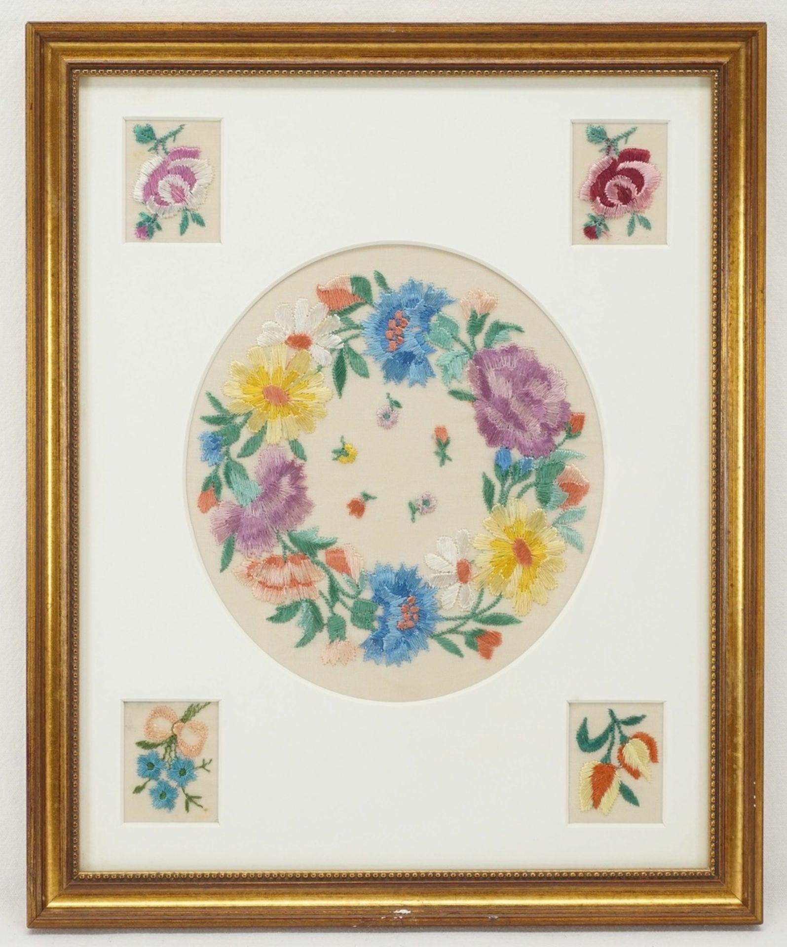 Vier Blumenbilder Seidenstickerei - Bild 3 aus 5