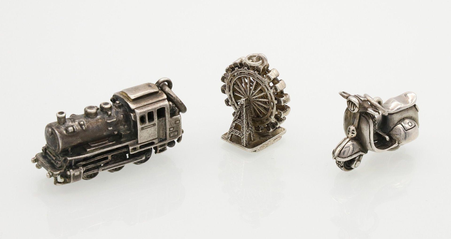Drei Silber-Miniaturen als Anhänger