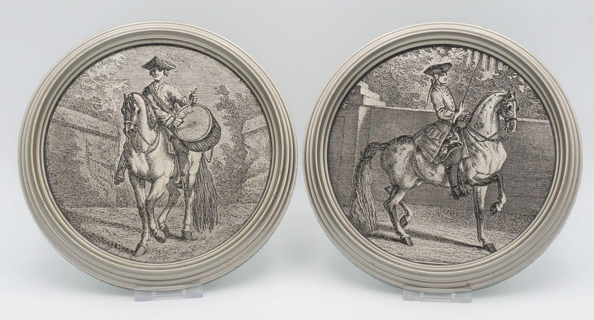 Zwei Wandteller und ein Becher mit Pferde-Motiven, 20. Jh. - Bild 2 aus 6