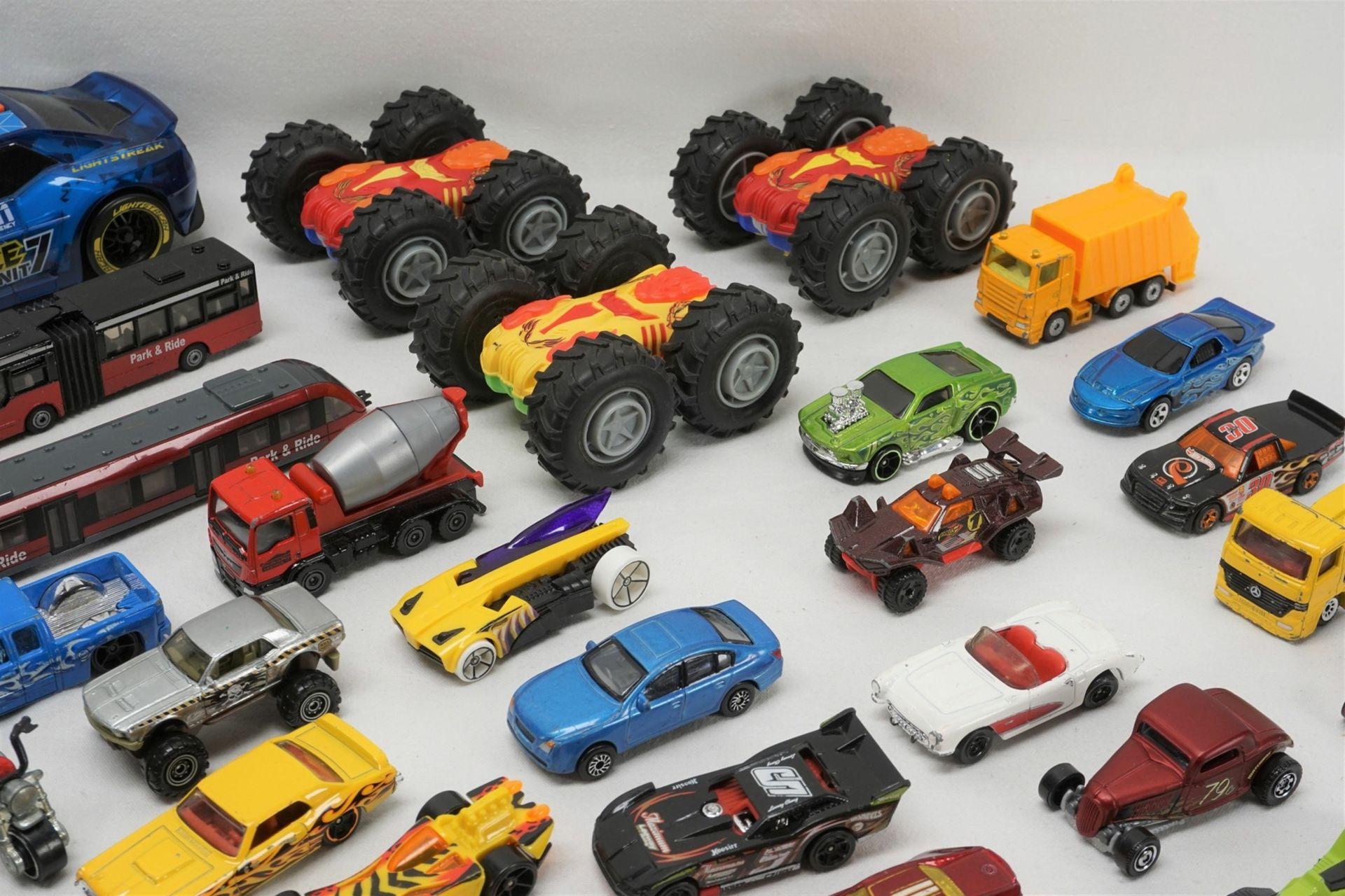 67 Modellfahrzeuge - Bild 4 aus 4