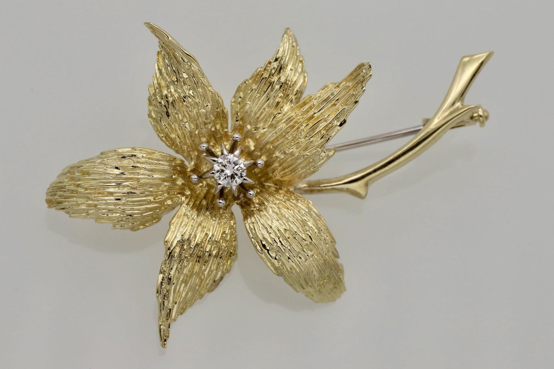 Blüten-Brosche mit Brillant besetzt