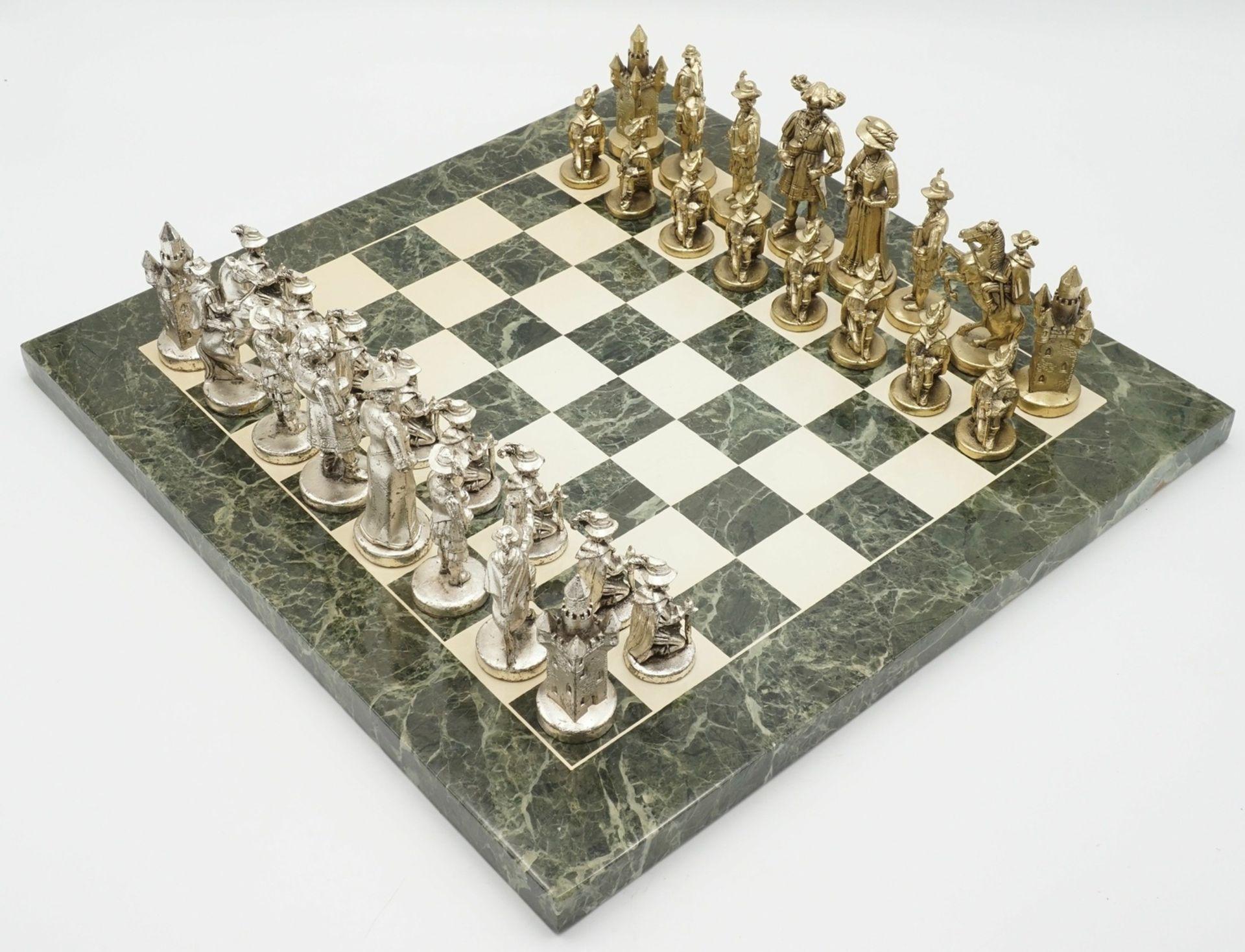Marmor-Schachbrett mit Figuren in historischem Gewand, Ende 20. Jh. - Bild 2 aus 4