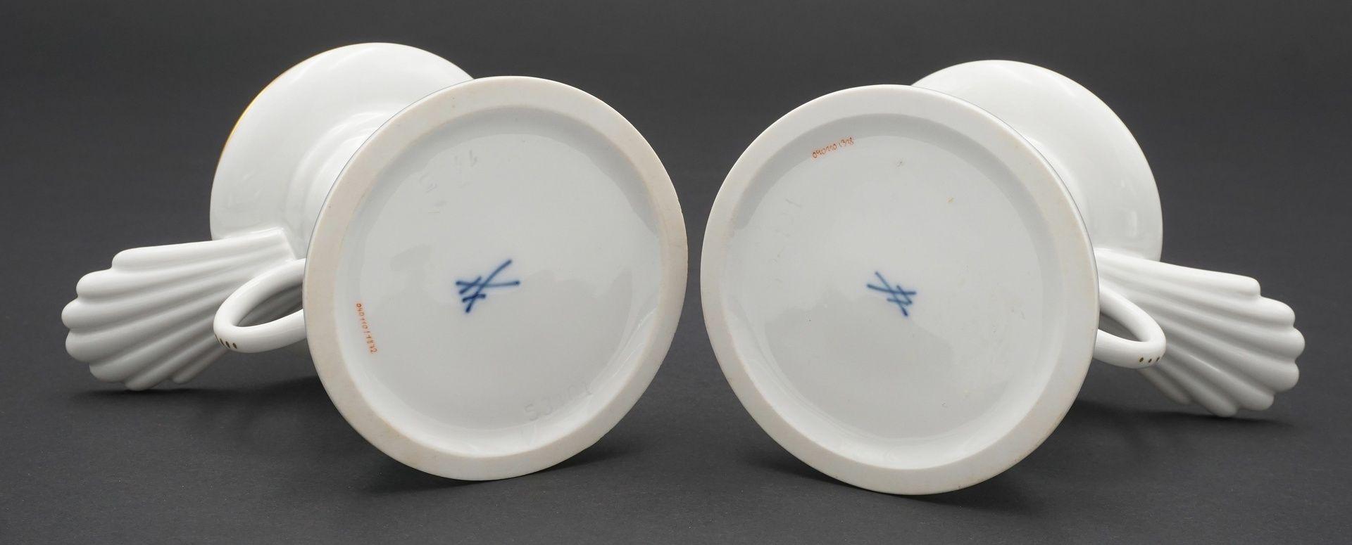 Zwei Meissen Tischleuchter / Kerzenständer mit Bunter Blume - Bild 3 aus 3