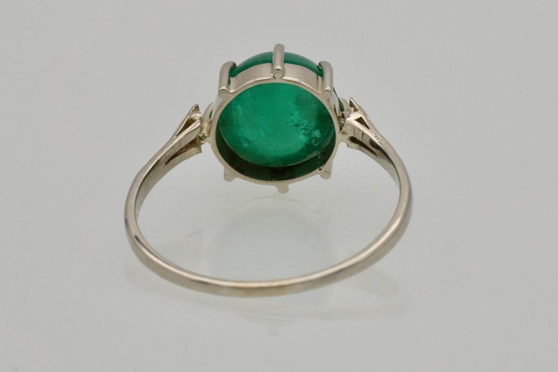 Weißgold-Ring mit Smaragd-Cabochon und Diamantrosen - Bild 4 aus 4