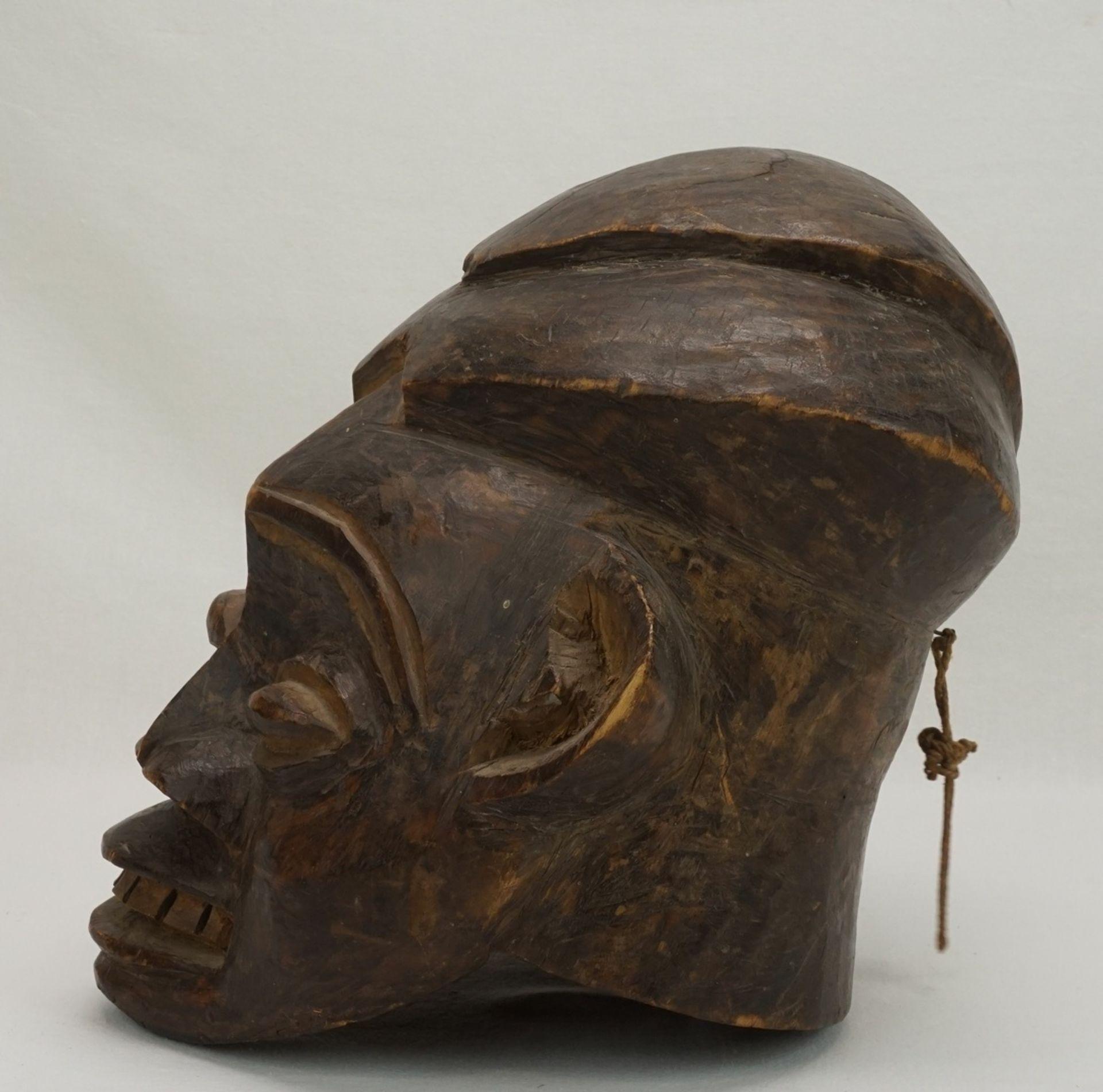 """Weibliche Maske """"ngoin"""", Bamileke, Kameruner Grasland - Bild 4 aus 5"""